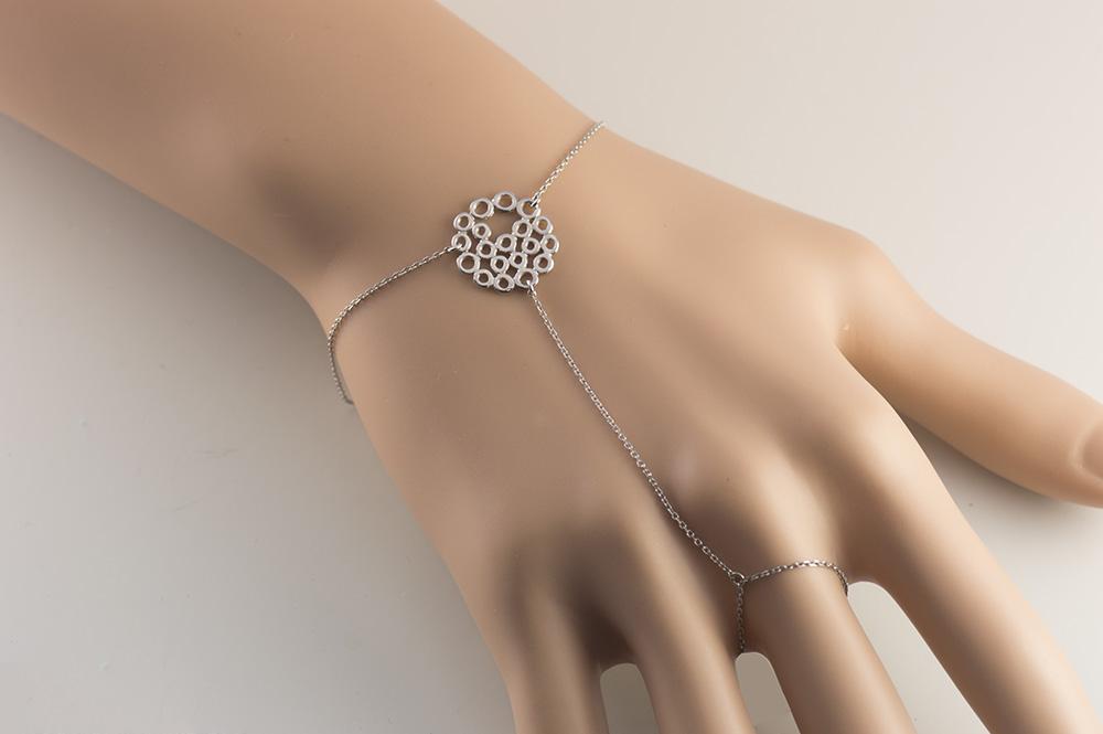 Βραχιόλι δαχτυλίδι που ενώνεται με αλυσίδα από ασήμι και με στοιχείο  διάτριτο 1696bb030b6