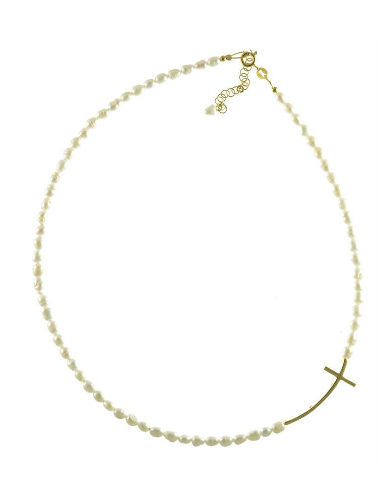 Κολιέ με μαργαριτάρια και σταυρό στο πλάι από επιχρυσωμένο ασήμι