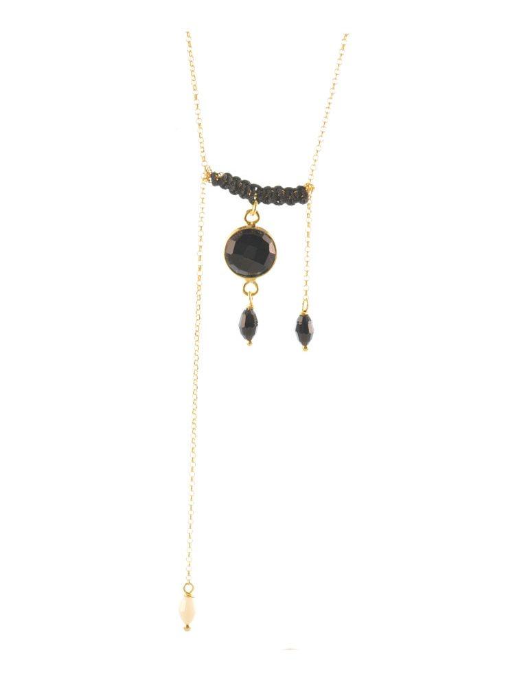 Trendy κολιέ από επιχρυσωμένο ασήμι με μαύρα κρύσταλλα και macrame
