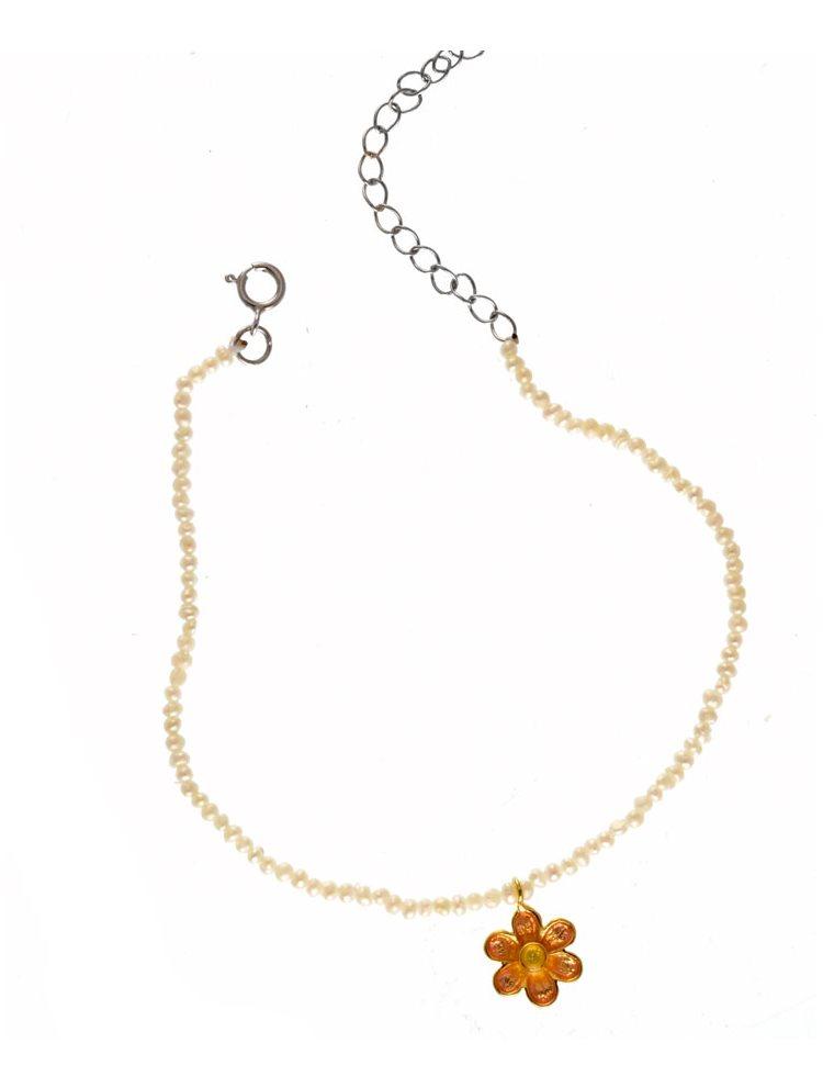 Βραχιόλι χειροποίητο με μαργαριτάρια και λουλουδάκι
