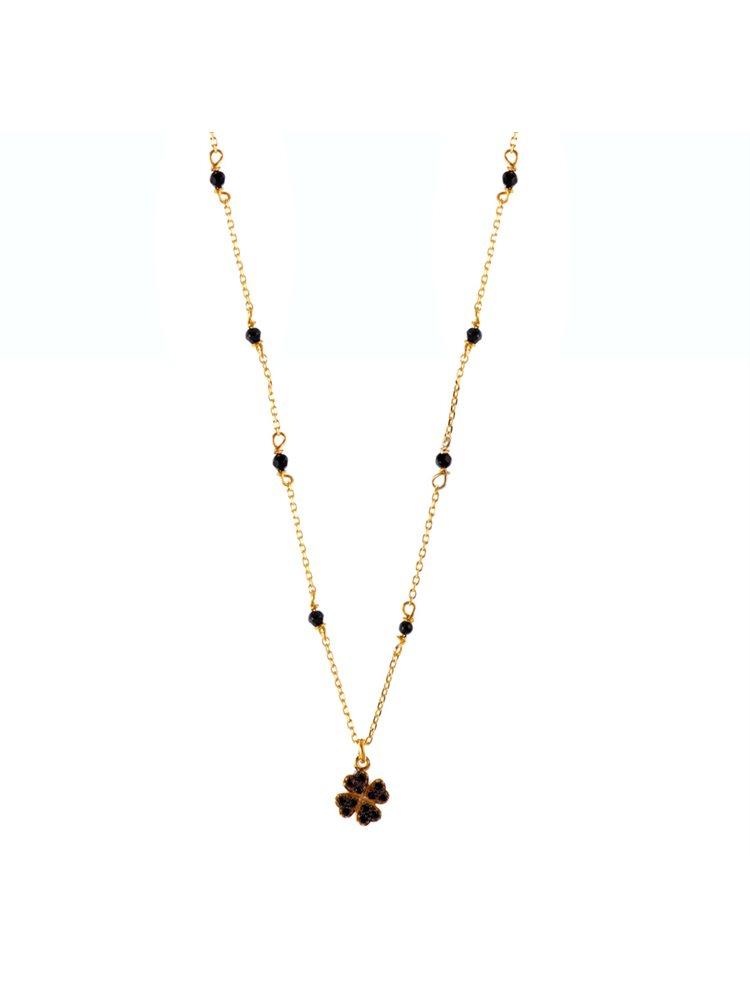 Κολιέ με σταυρό και με πέτρες μαύρου όνυχα στο πλάι σε επιχρυσωμένο ασήμι