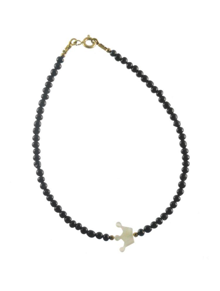 Βραχιόλι με κορώνα φίλντισι και μαύρα μαργαριτάρια διακριτικά σε επιχρυσωμένο ασήμι