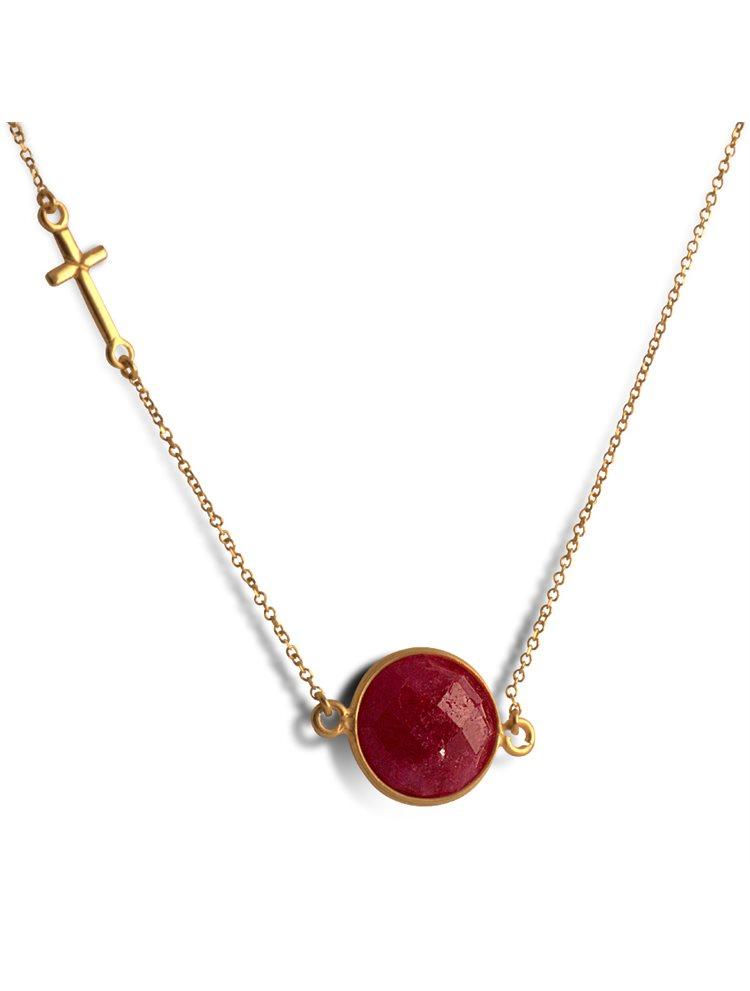 Κολιέ από επιχρυσωμένο ασήμι με ορυκτό ρουμπίνι και σταυρό