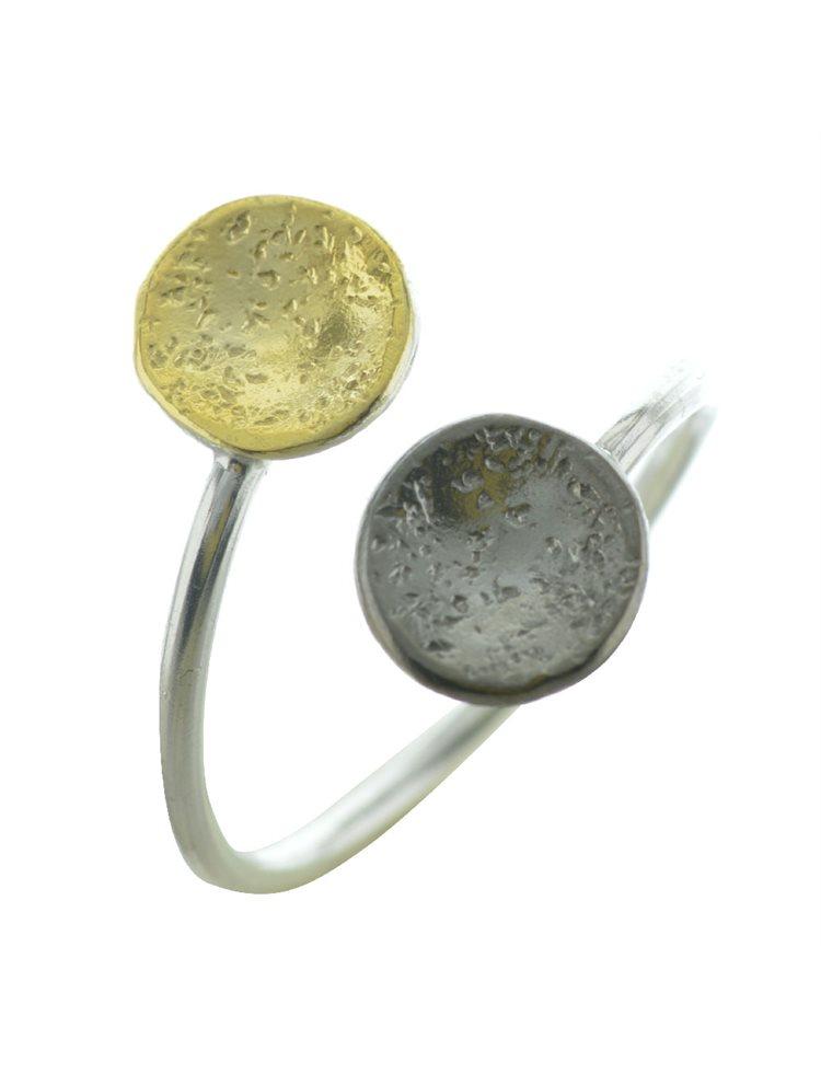 Δαχτυλίδι χειροποίητο από ασήμι με κύκλους μαύρο και κίτρινο επιχρυσωμένο ασήμι