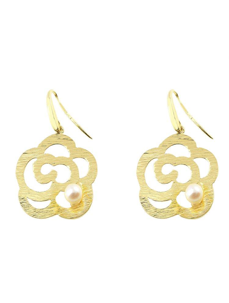Χειροποίητο εντυπωσιακό ζευγάρι σκουλαρίκια από επιχρυσωμένο ασήμι με μαργαριτάρι σε σχήμα λουλούδι